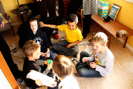 The birthday party - Pass the parcel